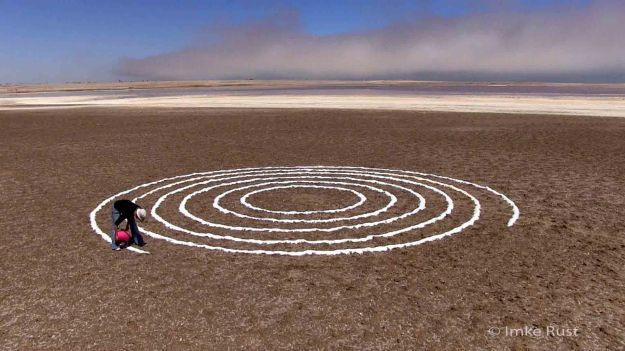 Making of the Salt Circles © Imke Rust