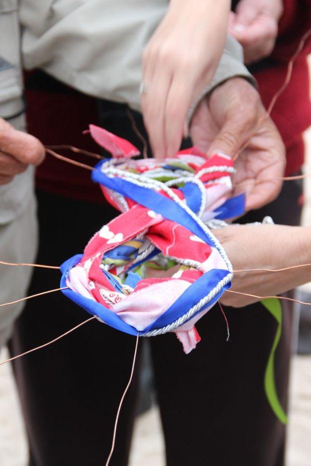 Helping hands, weaving strands.  © Imke Rust