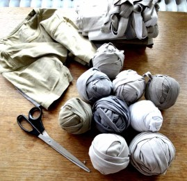 Preparations: Rolls of T-shirt yarn © Imke Rust