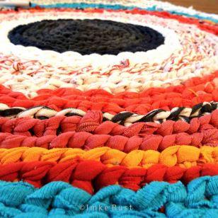Hand-made T-shirt Yarn Carpet 2 (Detail) © Imke Rust