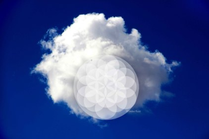 Photograph of a cloud with digitally added Flower of Life © Imke Rust